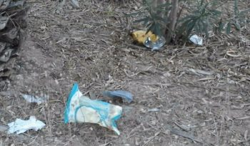 Rifiuti, i più abbandonati nel verde sono le buste di patatine